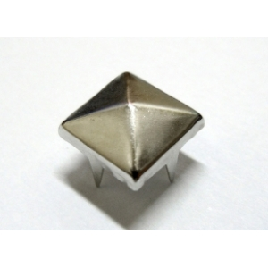 Tacha Piramide 10mm