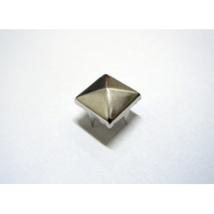 Piramid Stud 6mm