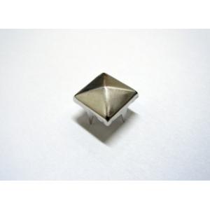 Tacha Piramide 6mm